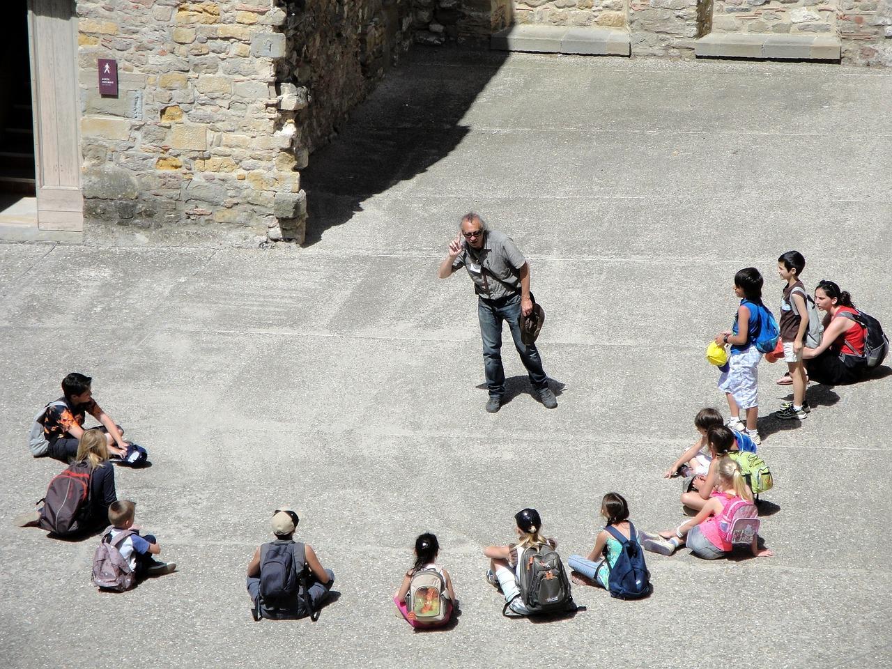 Visitas guiadas por la ciudad para niños. Aprendiendo mientras pasean